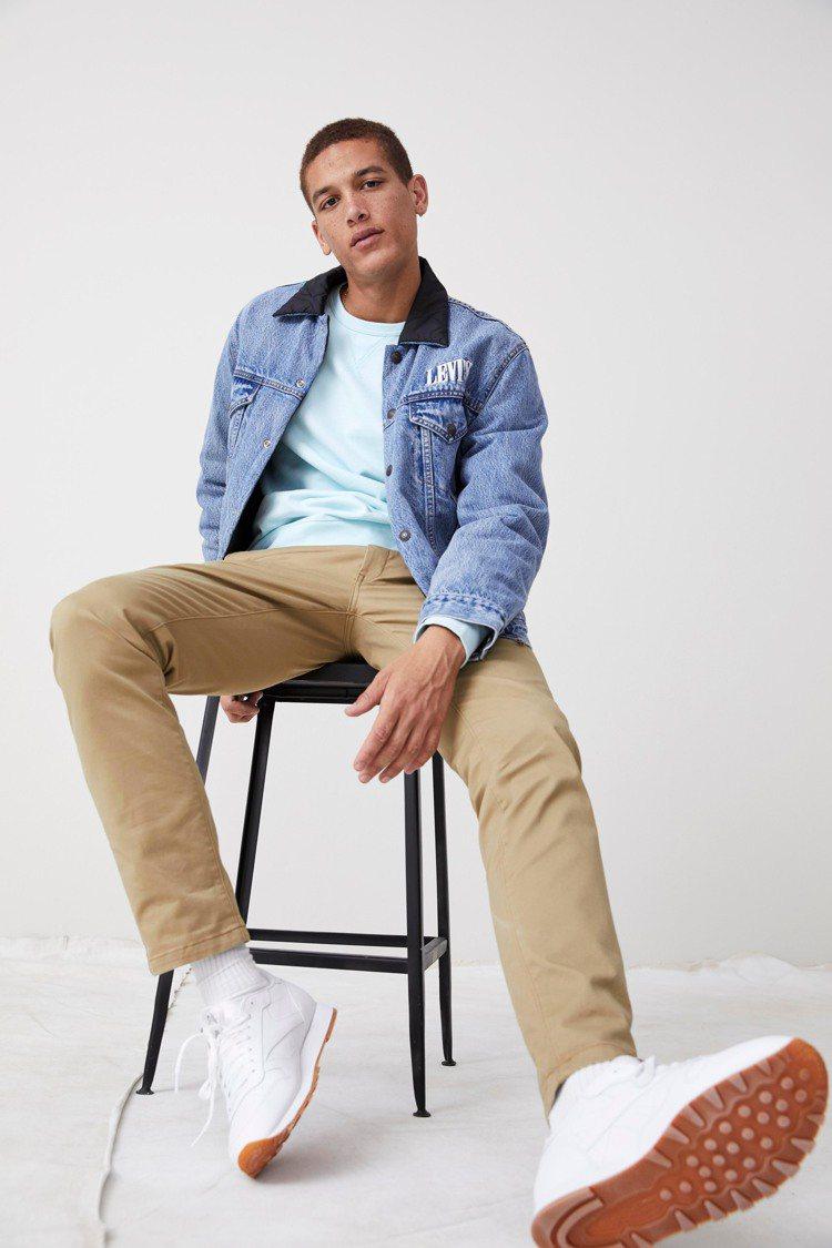 Levi's XX Chino系列卡其色褲款3,290元。圖/Levi's提供
