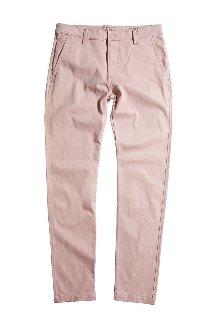 Levi's XX Chino系列鮭魚粉褲款3,290元。圖/Levi's提供