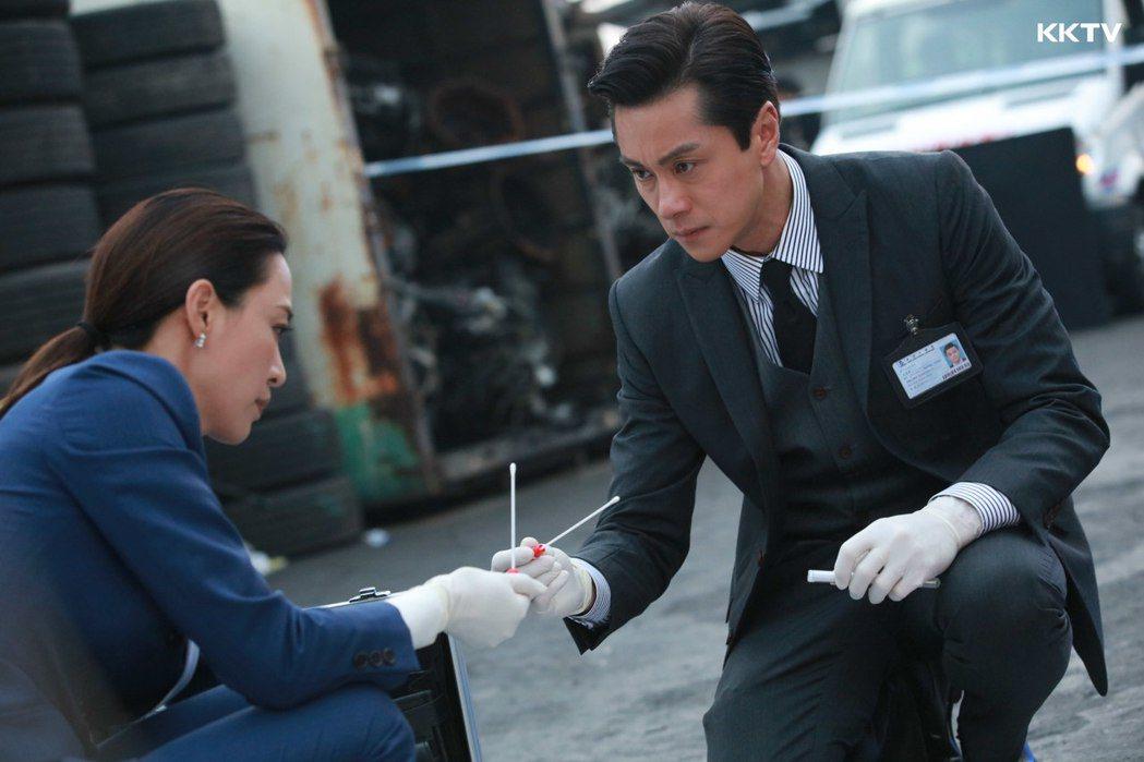 港星黃浩然在新劇「法證先鋒IV」中飾演高級化驗師。圖/KKTV提供