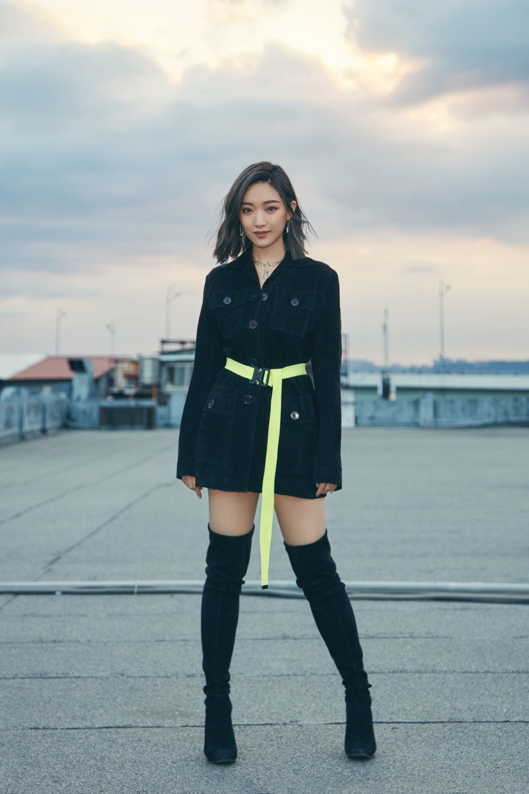 閻奕格全新EP「少了一件牛仔褲」暢談新世代女性生活態度與愛情觀。圖/華研唱片提供