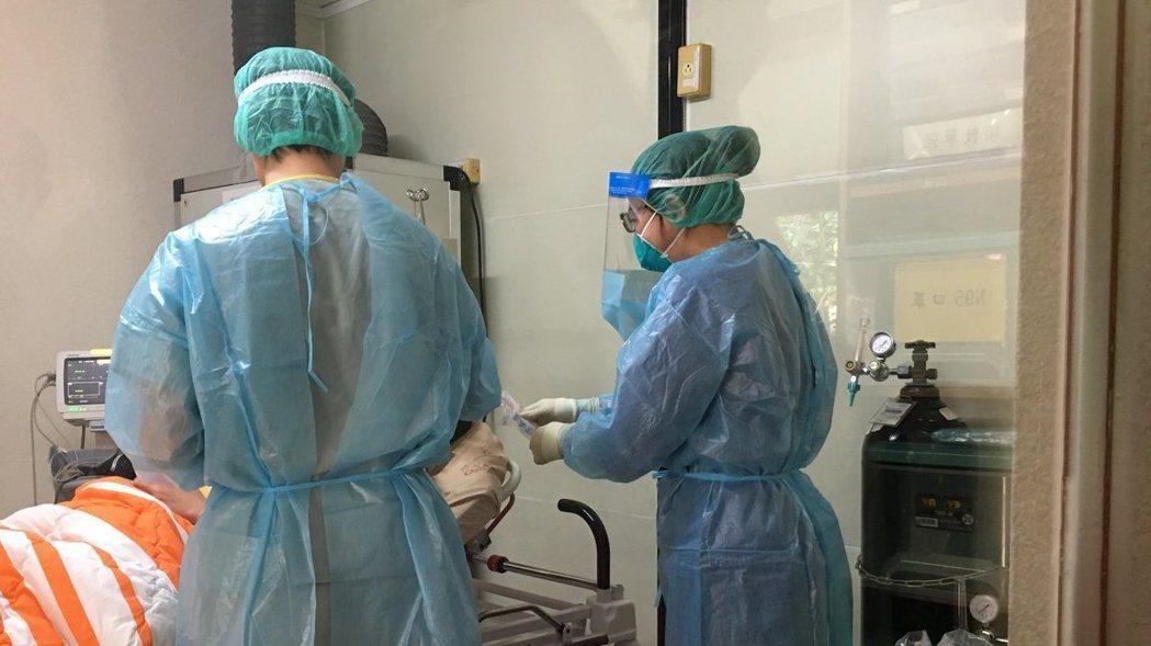 國衛院今天宣布成功以SARS抗體研發出可以檢測新冠肺炎的快篩試劑。報系資料照