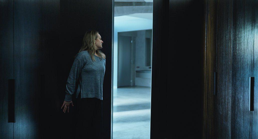 「隱形人」根據經典名著改編,呈現看不見敵人的恐怖。圖/摘自imdb