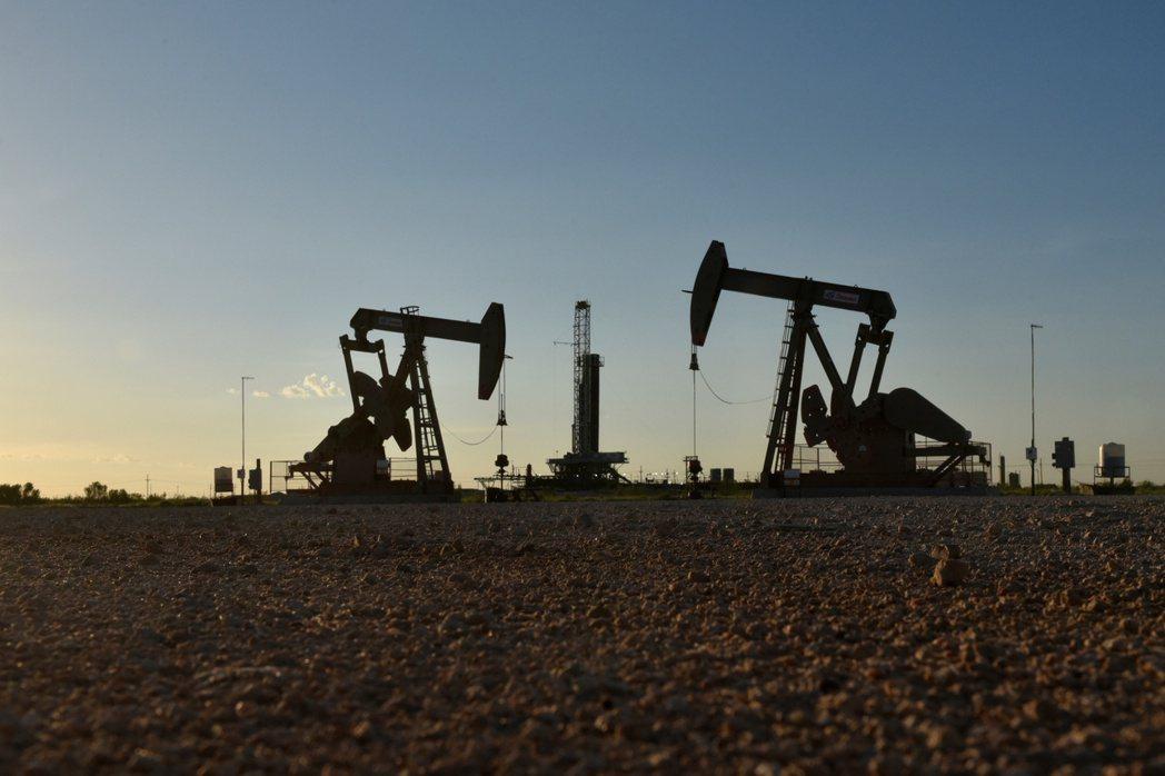 西德州原油26日跌破50美元。路透。