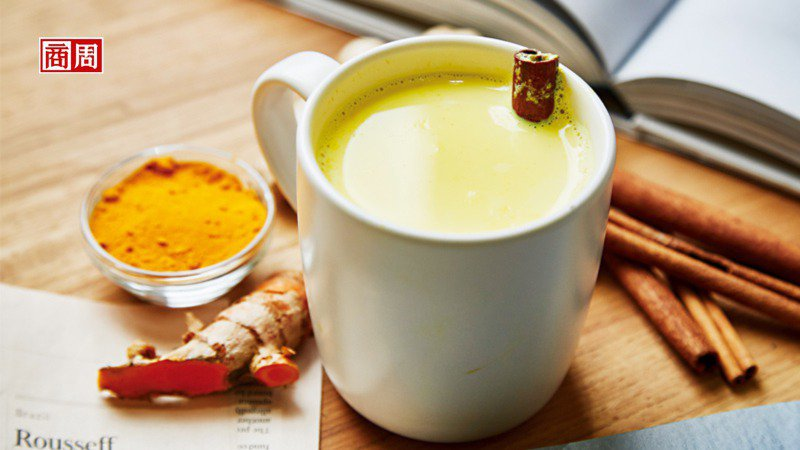 黃金薑黃牛奶。 (攝影者.石吉弘)