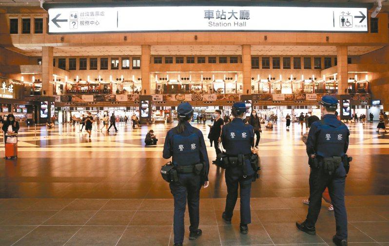 新冠肺炎疫情衝擊運輸業,台鐵局說,這次228連假不同於以往一開放售票就「秒殺」。 記者林俊良/攝影