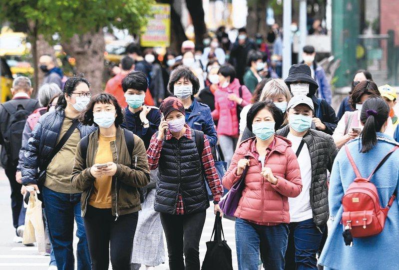 新冠肺炎持續延燒,行政院宣布中央疫情指揮中心提升至一級開設。 記者林澔一/攝影