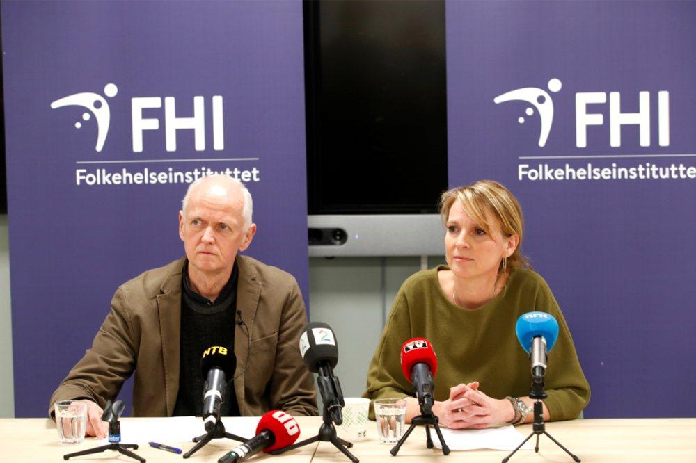 圖為挪威公衛署署長伏德(Line Vold,右)和Geir Bukholm(左)。 美聯社