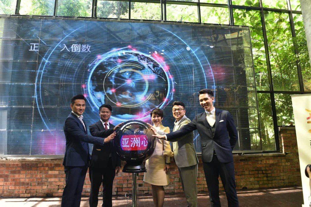 亞洲心動娛樂總裁梁志強與台港新馬等高層共同主持啟動儀式。亞洲心動娛樂/提供