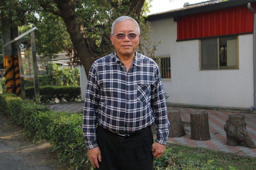 華崙社區總幹事陳錫慶從學校老師到鎮民代表,對社區的付出不中斷。 圖/林敬家 攝影