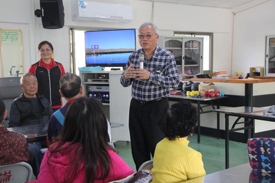 華崙社區總幹事陳錫慶是推動地方進步的靈魂人物。 圖/林敬家 攝影