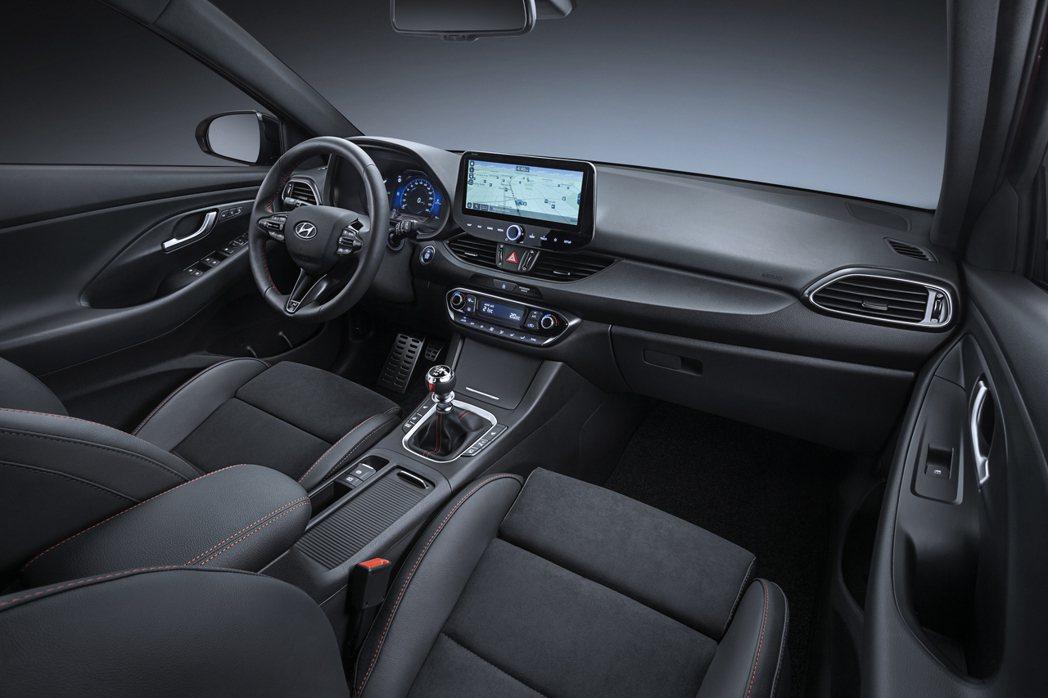 小改款Hyundai i30內裝僅作了小幅更動。 摘自Hyundai