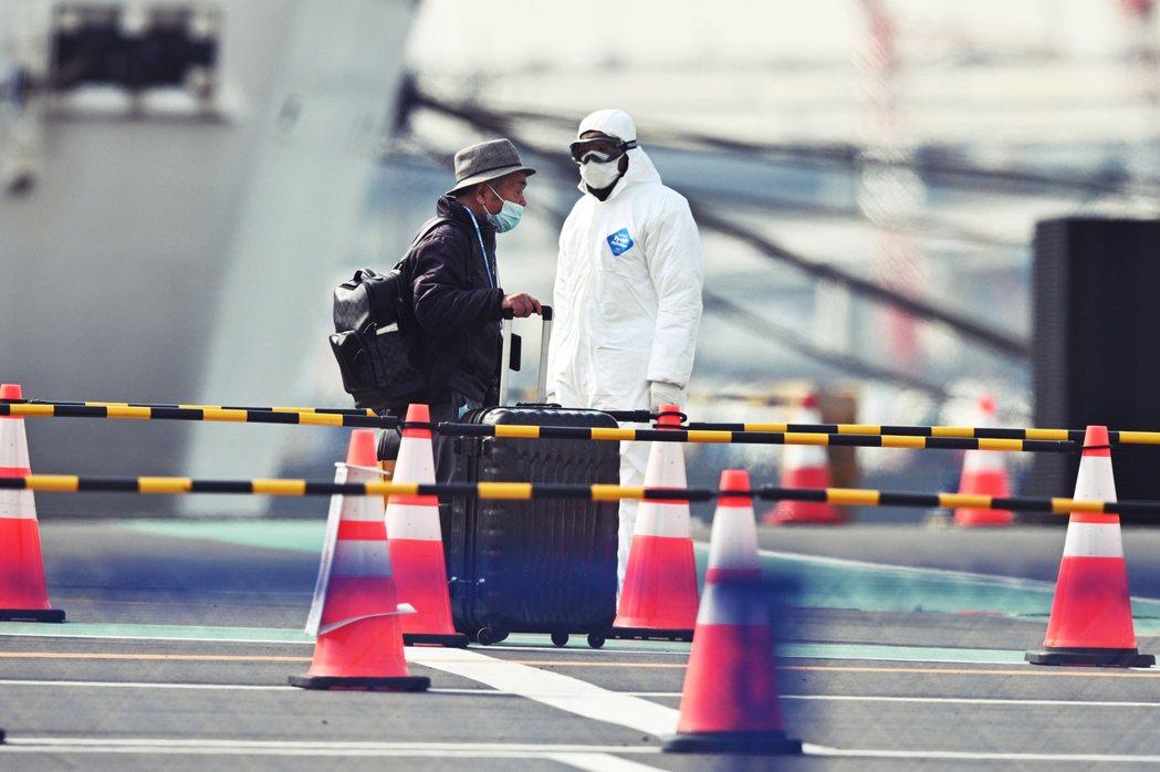 有許多人懷疑:是否並非北海道特別多,而是其他地方消極檢驗,蓄意隱瞞疫情?這樣的懷...