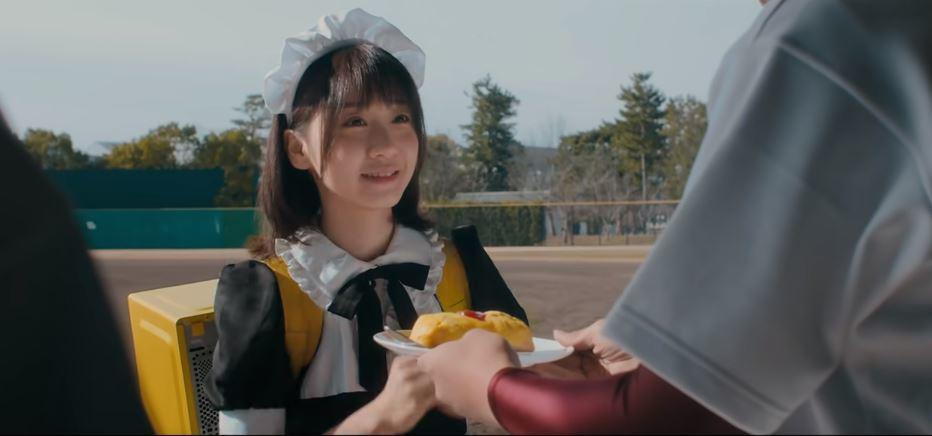日本食品業者為炒熱話題,外送員打扮成甜美女僕為客人送餐。(圖/翻攝自Nippon