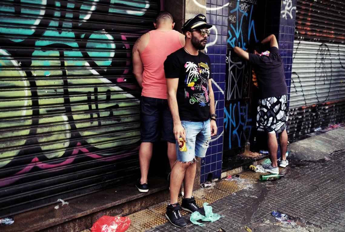 「人們直接朝著房子、車子尿,反正哪裡都可以尿。」巴西嘉年華期間,比平常更為嚴重的...