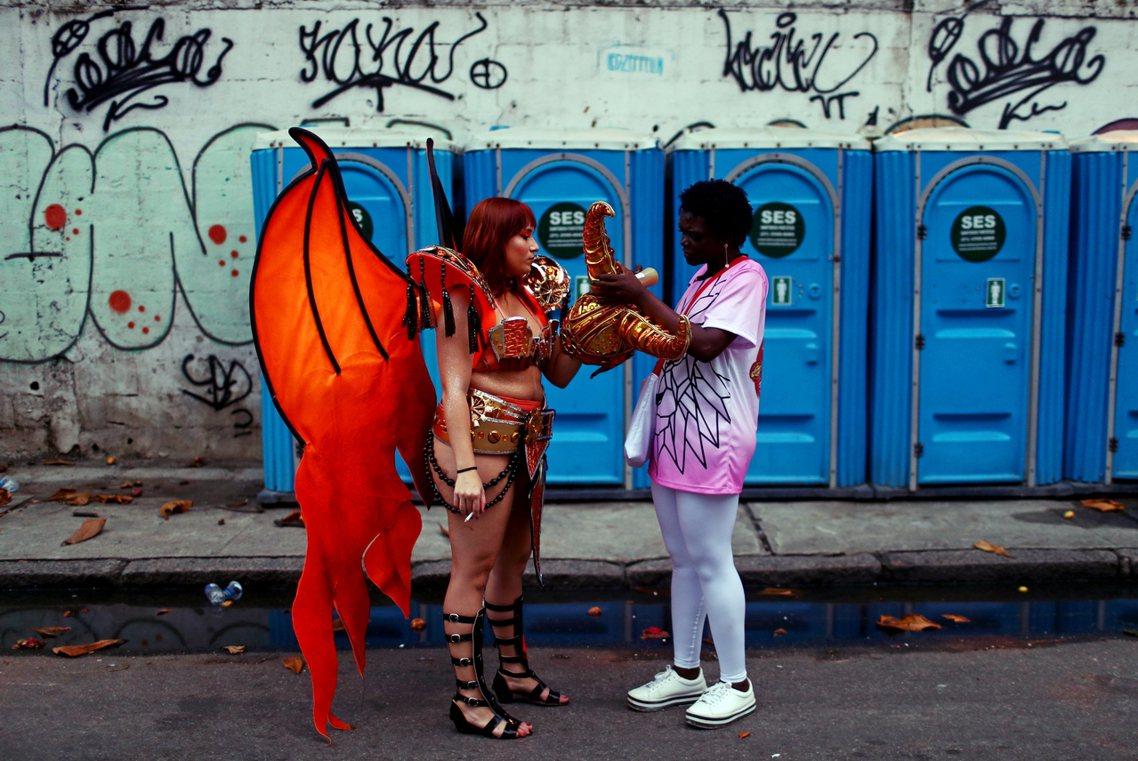 無樂不歡的巴西嘉年華,被形容是「世界最大狂歡節」,但朝聖者隨地大小便卻讓里約熱內...