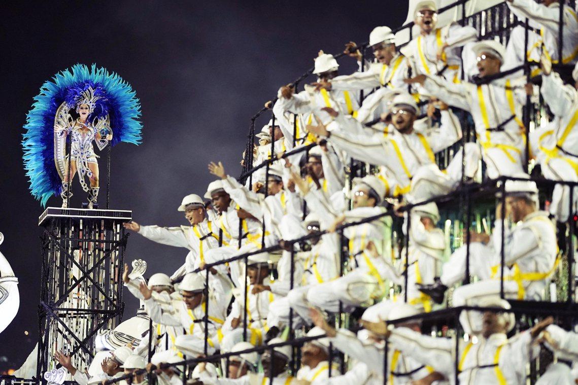 巴西嘉年華被形容是「什麼都可以」(vale tudo)的大型放縱派對。 圖/美聯...
