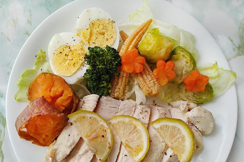 【食譜】微波版果香紙包雞胸。微波爐低醣菜