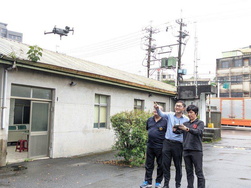 新北市議員廖先翔也協助消防第六大隊,添購了一台空拍機。 圖/觀天下有線電視提供