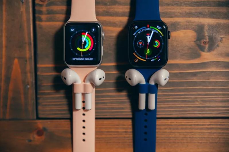 眾籌平台Kickstarter的一項集資計畫「AirBand」,把Apple Watch的表帶設計成可掛AirPods。擷自The Verge