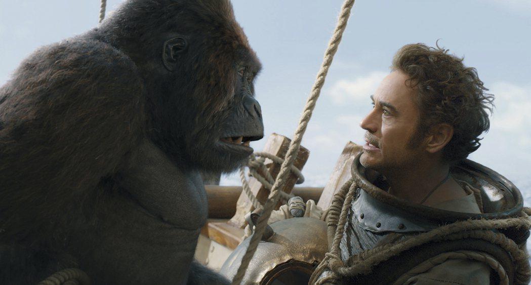 小勞勃道尼在「杜立德」和動物有精彩對手戲。圖/摘自imdb