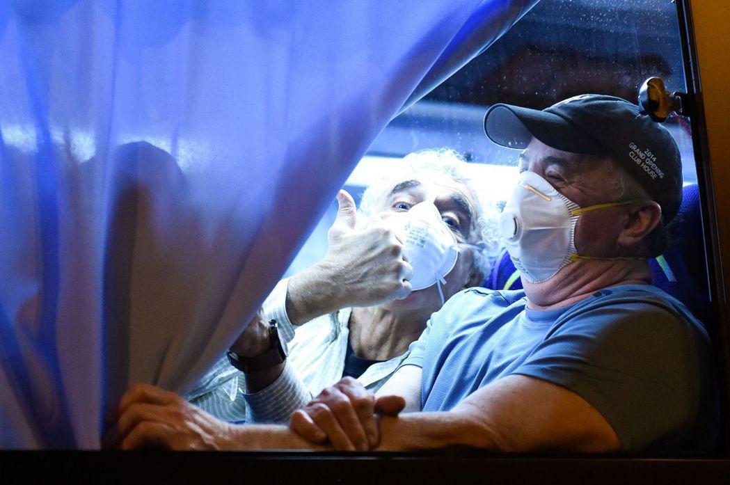 美國疾病管制與預防中心26日說,找到第一個不知感染源的新冠肺炎確診病例。圖為從鑽...