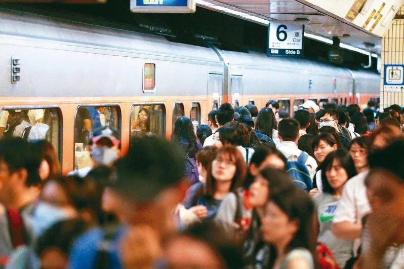 因應228連假疏運,台鐵加開134班次列車。 聯合報系資料照片