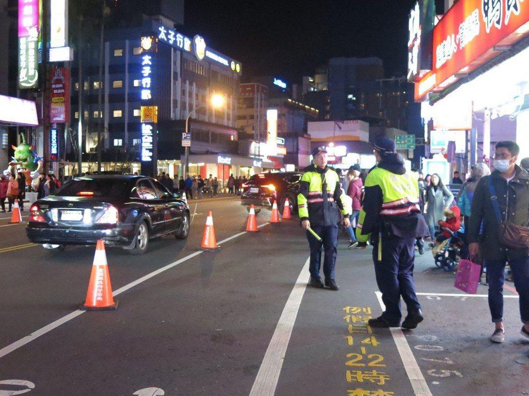 228連假明天登場,宜蘭縣警察局預估動員1900人次警民力,加強交通疏導,並編排...