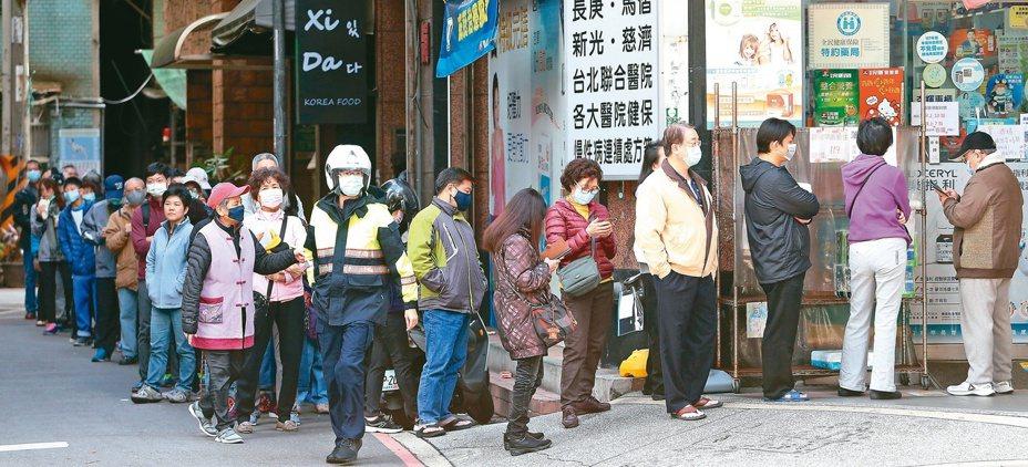 行政院宣布再增購30條口罩生產線。本報資料照片