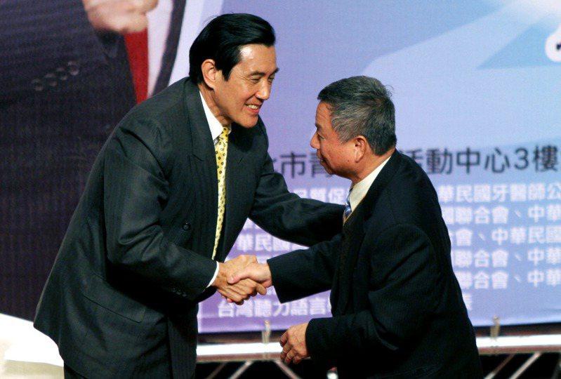 馬英九總統(左)與衛生署前署長楊志良(右)。 本報資料照