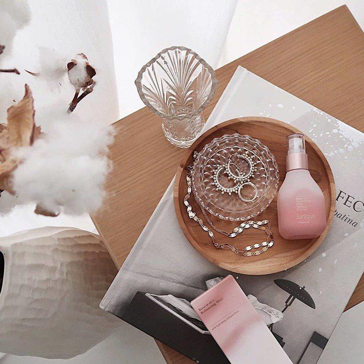 Jurlique茱莉蔻玫瑰系列產品,氣味舒壓放鬆。圖/Jurlique茱莉蔻提供