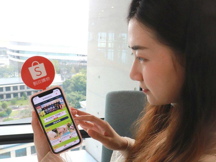 蝦皮購物即日起至6月底推出「台灣農產嘉年華」專區,提供消費滿500元享9折、無折...