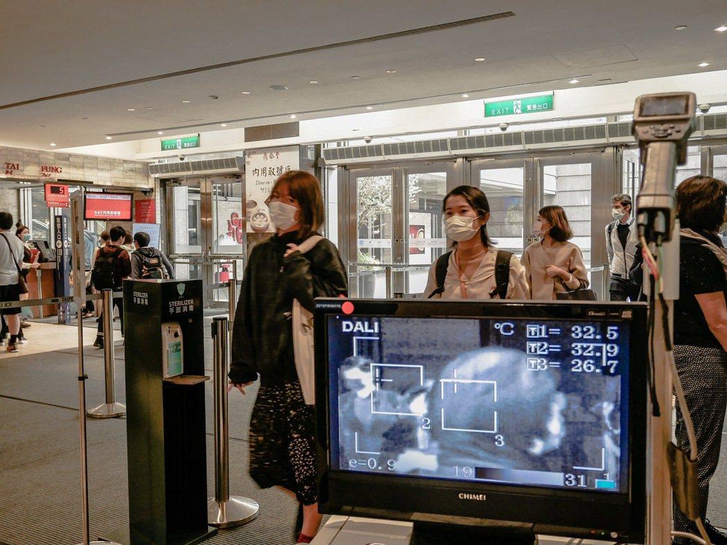 台北101自28日起將實施100%量體溫,且每一出入口都採用紅外線體溫感測儀。 ...