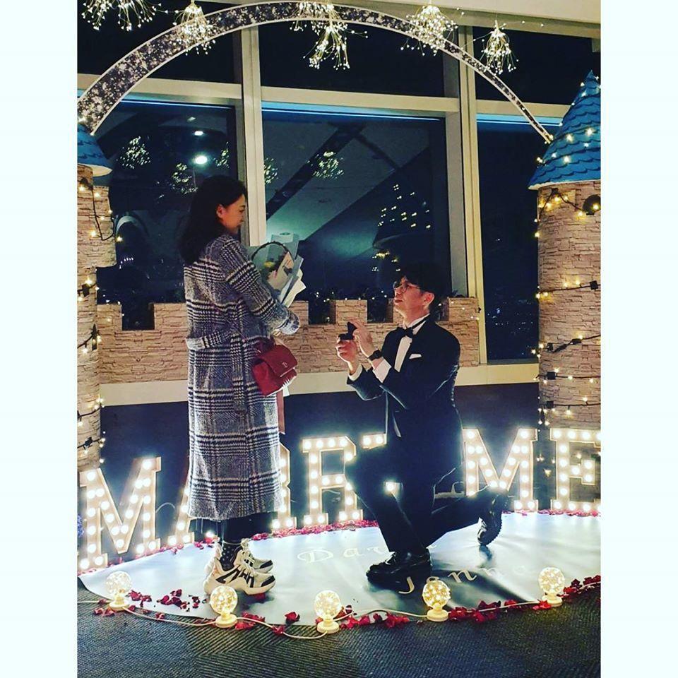 王思平(左)閃婚嫁給牙醫。圖/摘自臉書