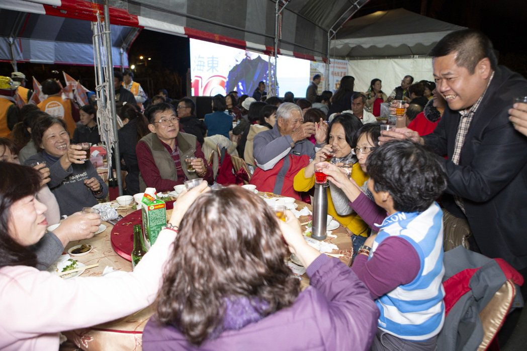 台南市許多學校的校慶都將延後,重頭戲之一的校慶宴,也有部分學校已宣布取消。記者鄭...