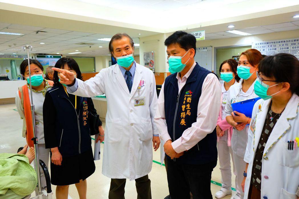 中市衛生局視察醫護人員演練新冠肺炎啟動防疫情況。圖/台中市政府提供