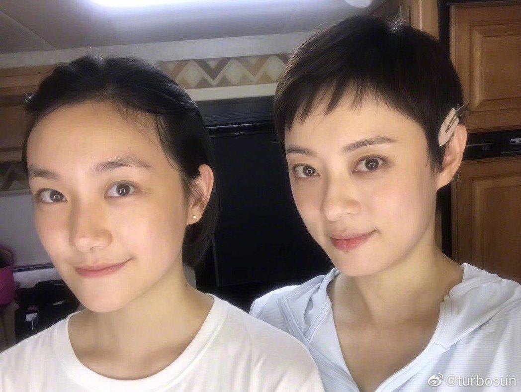 孫儷(右)與妹妹孫艷。圖/摘自微博