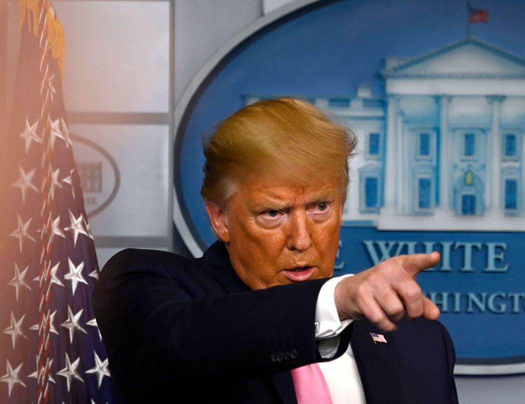 美國總統川普26日召開記者會宣布提升抗疫層級由副總統潘斯督導。法新社