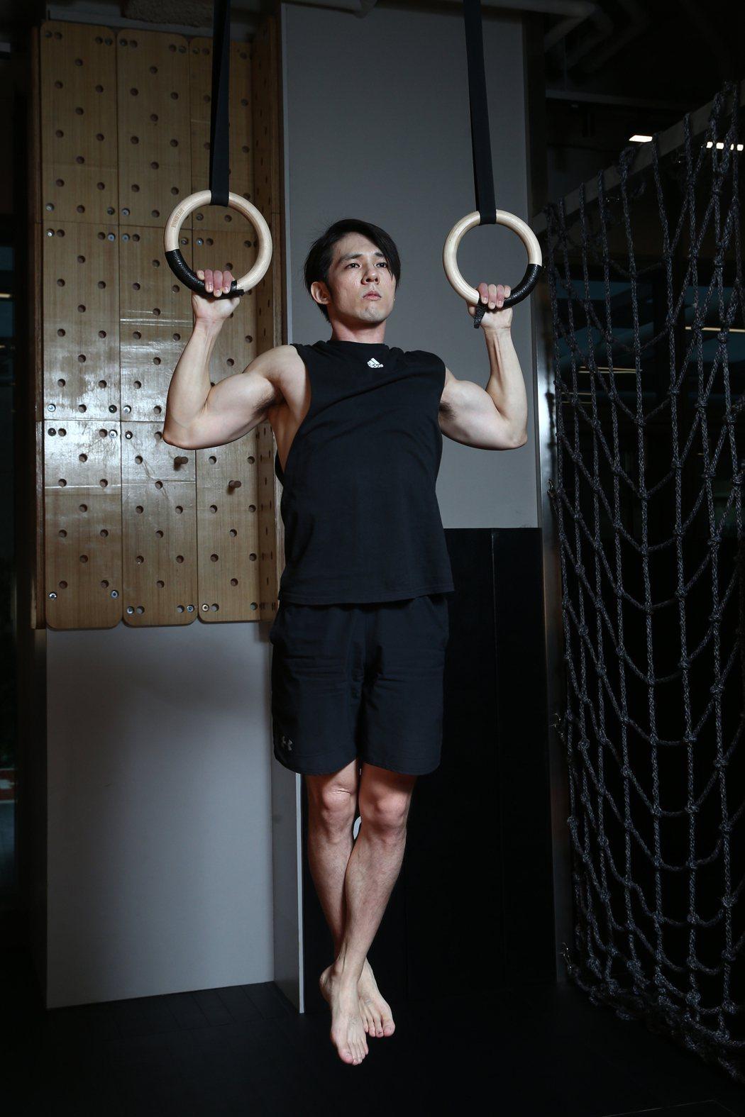 張傑為4月健體比賽備賽,每天操肌2小時。記者蘇健忠/攝影