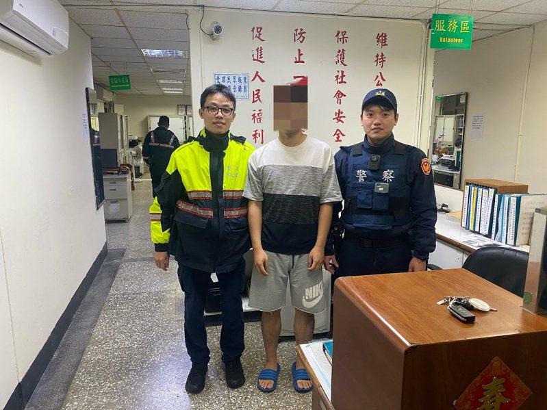 騎車買到口罩興奮走回家報案車遭竊,警調監視器:烏龍。圖/警方提供