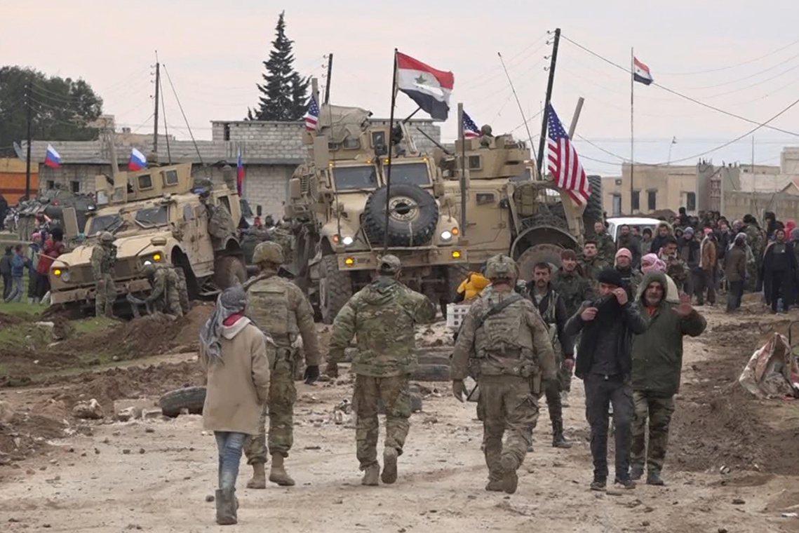 敘北的美軍與俄軍巡邏交錯。 圖/美聯社