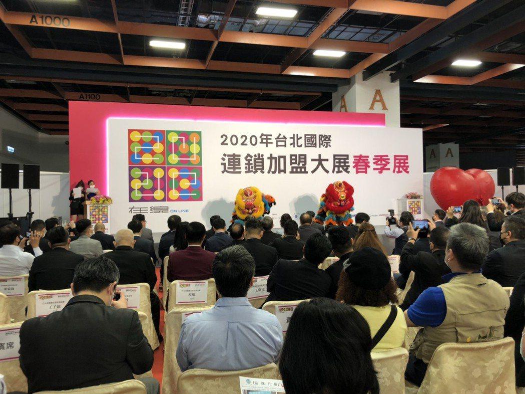 國際加盟展28日開幕,現場請舞獅獻瑞,表演精彩。 台灣連鎖加盟促進協會/提供