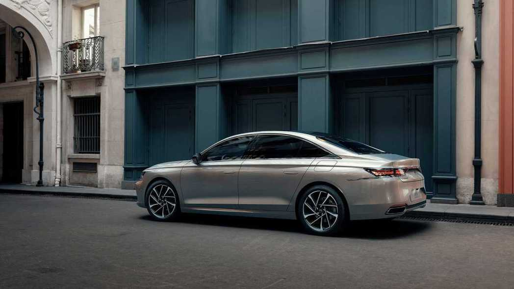 DS 9 E-TENSE首波公布的動力車型為與最大馬力110hp/32.6kgm...