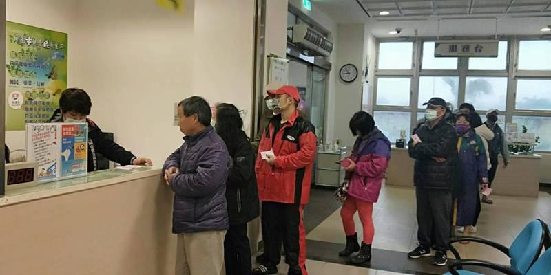 桃園市9區衛生所228連假都有販售實名制口罩。圖/桃園市衛生局提供