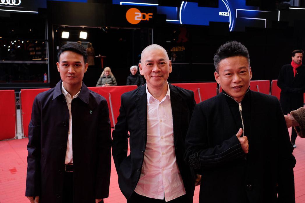 世界首映前紅地毯,左起演員亞儂弘尚希、導演蔡明亮、演員李康生。圖/汯呄霖電影提供...