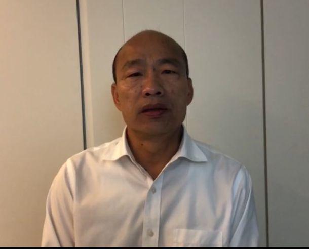 高雄市長韓國瑜今天把「228」說成「823」,他發現口誤後立即錄影片公開道歉。圖/翻攝高雄市新聞局影片