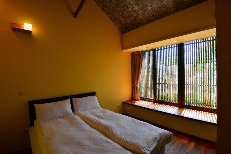 林務局羅東林區管理處追求服務品質也兼顧環境保護,環保署服務業環保標章評比,太平山莊喜獲「金級」肯定,是台灣11家金級環保旅館之一,也是全台灣海拔最高的環保旅館。圖/林務局羅東林區管理處提供