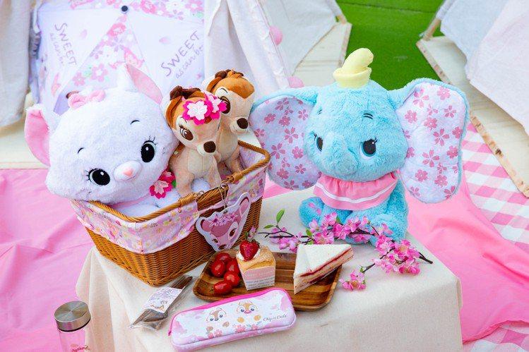 迪士尼櫻花季高人氣的小飛象、小鹿斑比、瑪麗貓娃娃。圖/邁思娛樂提供