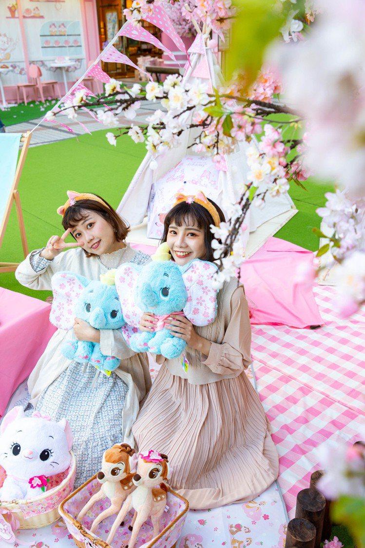 迪士尼櫻花季期間限定店台中店在228連假起展開。圖/邁思娛樂提供
