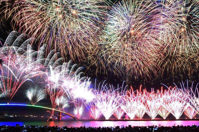 今天澎湖縣政府決定花火節延期到7月6日開幕。圖/擷自賴峰偉臉書