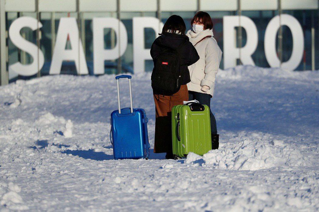 日本北海道新冠肺炎疫情爆發,北海道知事宣布全島進入緊急狀態。 路透